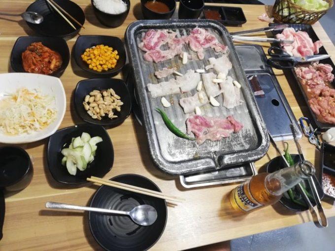セブ韓国焼肉BADA、食事風景