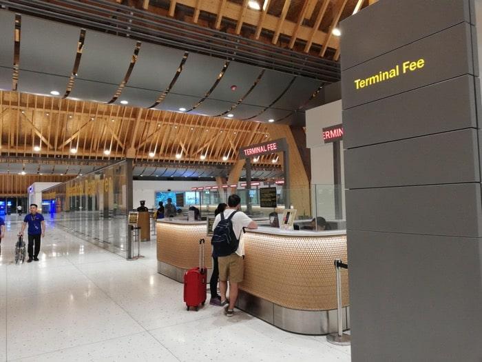 マクタン空港新ターミナル:空港使用税支払い