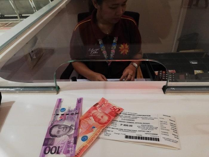 マクタン空港新ターミナル:空港使用税850ペソ