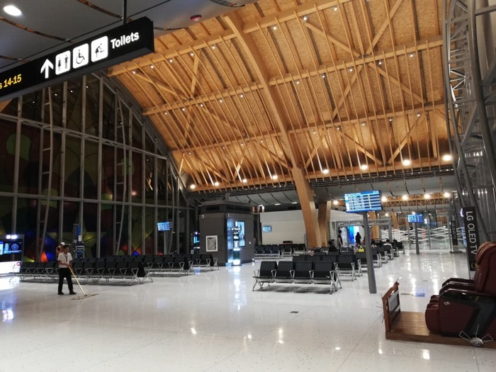 マクタン空港新ターミナル:14・15番搭乗ゲート付近