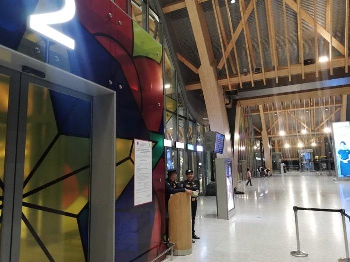 マクタン空港新ターミナル:空港内へ