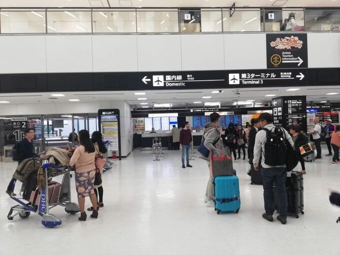 成田空港〜東京駅900円バス、到着ロビー正面